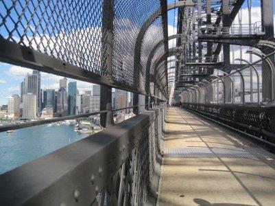 6097845-Walking_across_Sydney_Harbour_Bridge-0.jpg